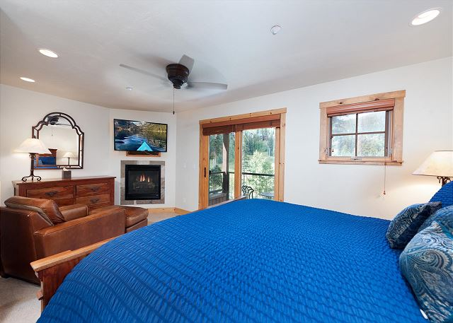 Master Bedroom - King, TV, Gas Fireplace, Deck and sitting area