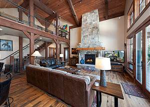 Amazing Home Across from Purgatory - Hot Tub - Deck w/Fireplace -Free Shuttle