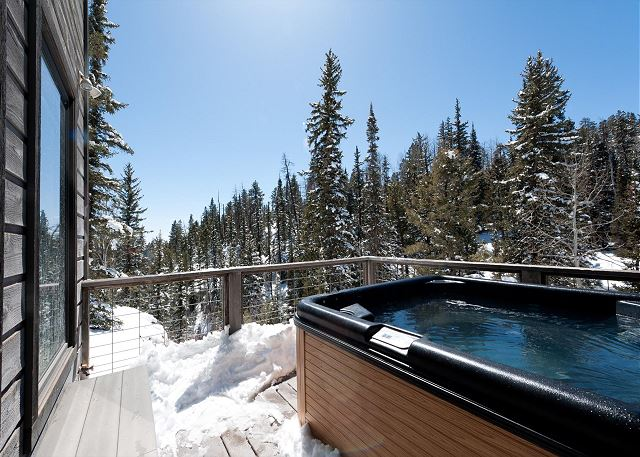 Hot tub with Views (not another home in sight)