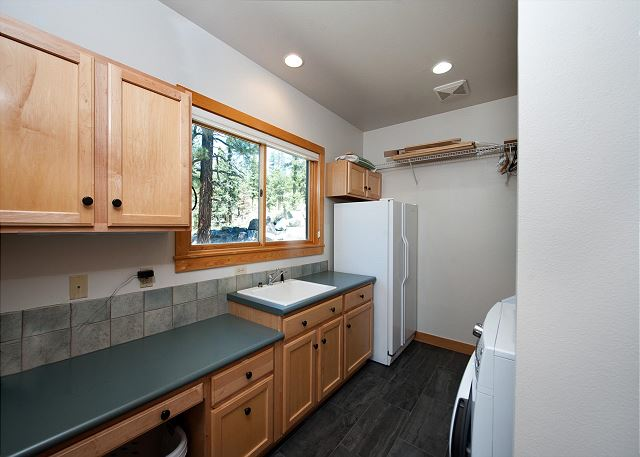 Laundry Room - Full Washer/Dryer, Utility Sink and 2nd Refrigerator