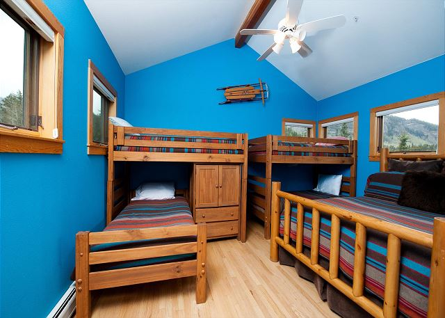 4th Bedroom - Queen and 2 sets of bunks (single over single)