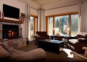 Luxury Ski in/Ski Out Condo - Corner Unit - Views of the Slopes