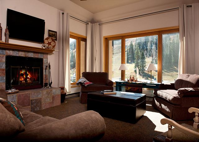 Luxury Ski in/Ski Out Condo - Corner Unit - Views of the Slopes