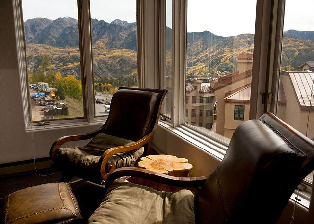 6th Floor Affordable Ski in/Ski Out Condo - Great Views