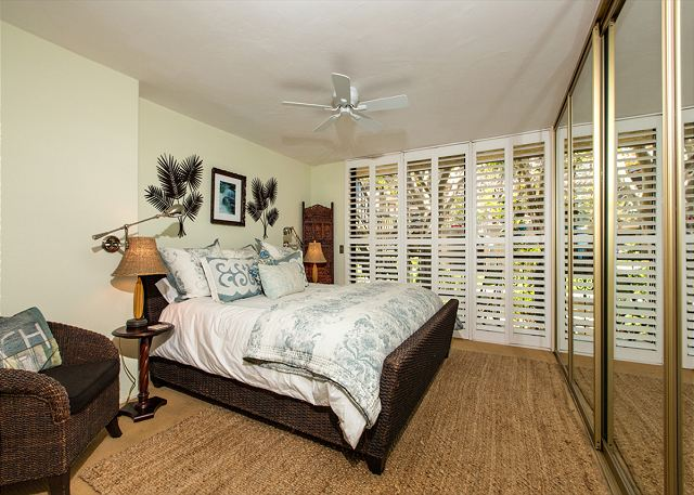 Ceiling fan and flow-through windows to oceanfront keep condo cool and comfortable