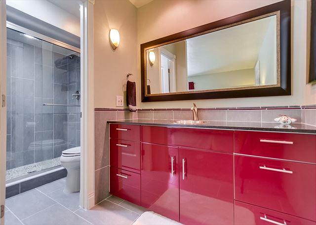 Master Bathroom w/walk in shower