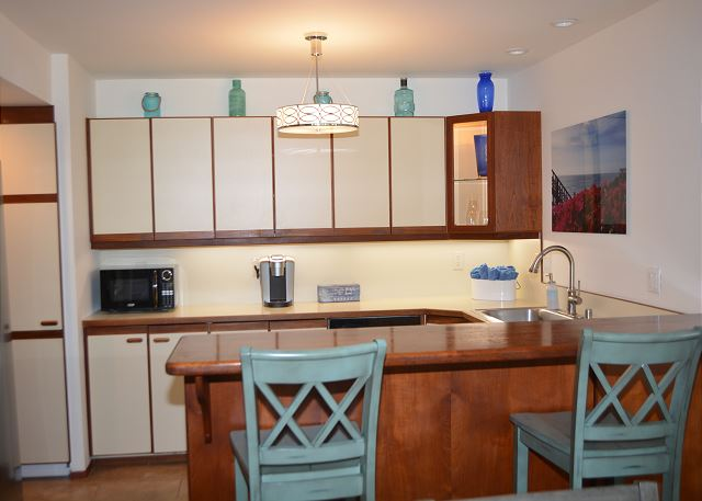 Kitchen w/new appliances and washer/dryer