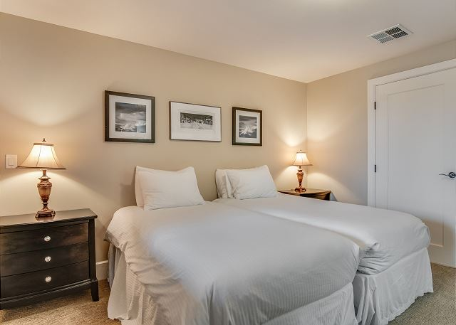 Condo 124 - Guest Bedroom with 2 Twin Beds