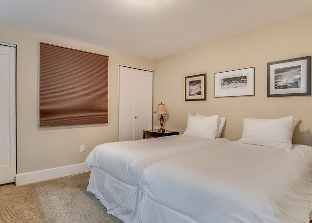 Condo 124 - Guest Bedroom with Twin Beds