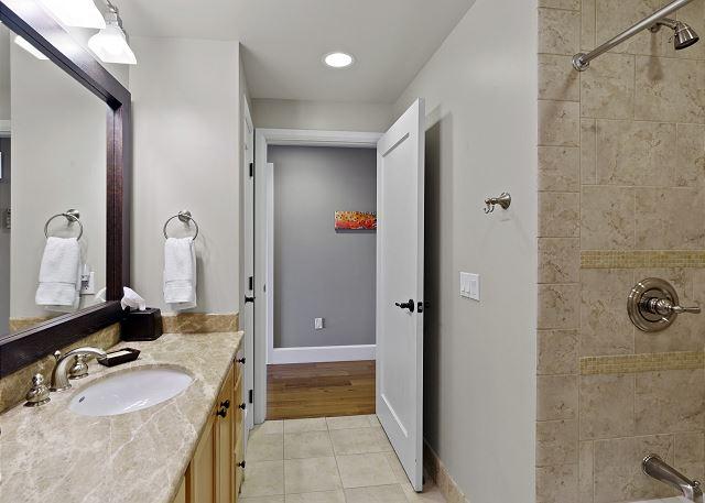 Condo 7205 - Guest Bath