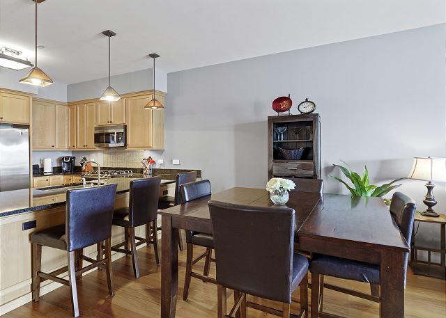 Condo 7205 - Dining Space