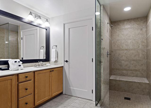 Condo 7205 - Mater Bath Shower