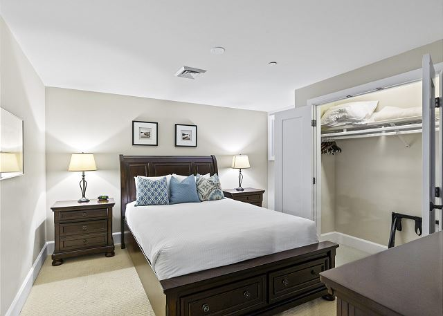 Condo 7205 - Guest Bedroom, Closet Open