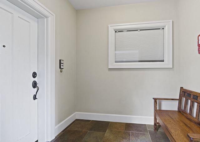 Condo 7205 - Entry Hallway