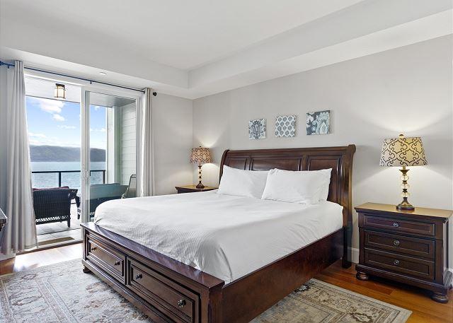Condo 7205 - Master Suite, King Bed