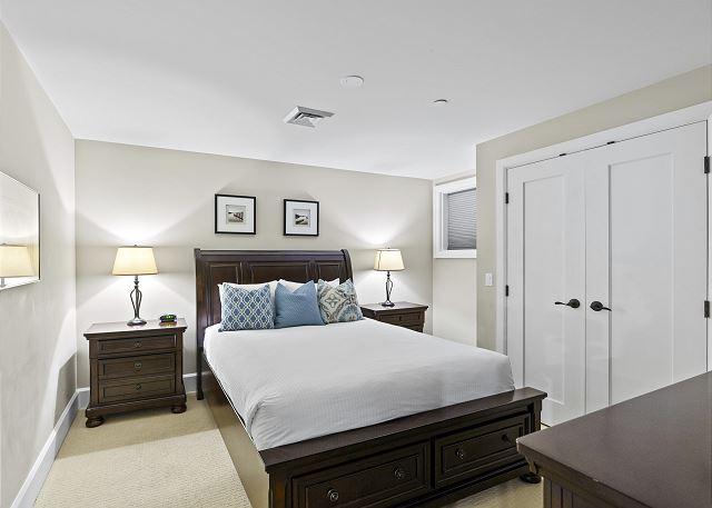 Condo 7205 - Guest Bedroom, Queen Bed