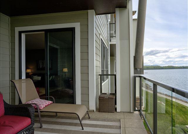 Condo 7205 - Balcony Entry