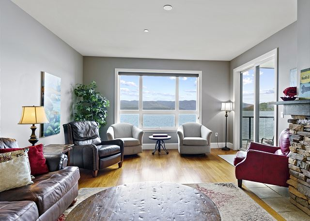 Condo 7205 - Living Room with Lake View