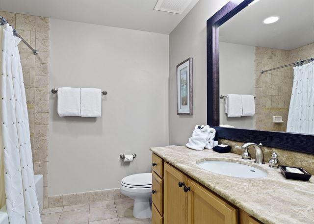 Condo 7205 - Guest Bath with Tub