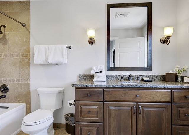 Townhome 508 - Guest Bath for Twin Beds Room