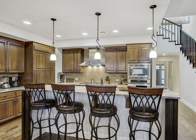Townhome 508 - Fully Furnished Kitchen with Breakfast Bar