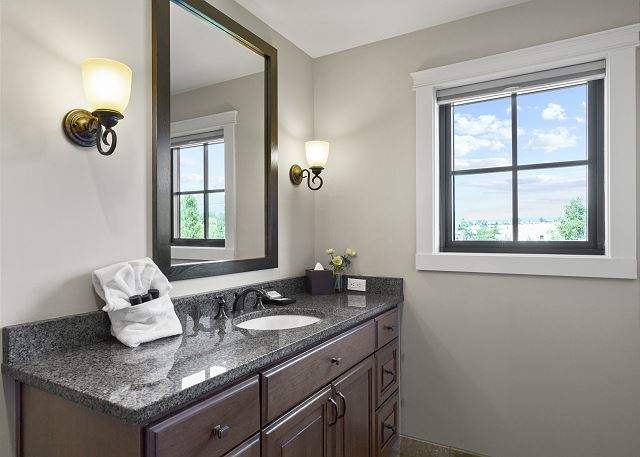 Townhome 508 - Guest Bath for Twin Bed Room