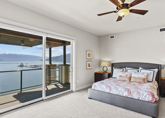 Townhome 508 - Master Bedroom with Lake Views
