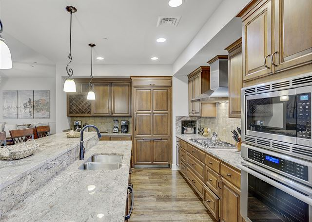 Townhome 508 - Fully Furnished Kitchen with Island