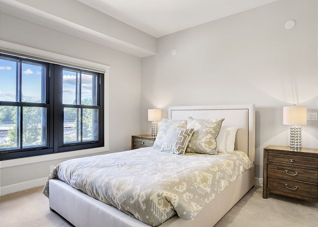 Townhome 508 - Guest Bedroom with Queen Bed