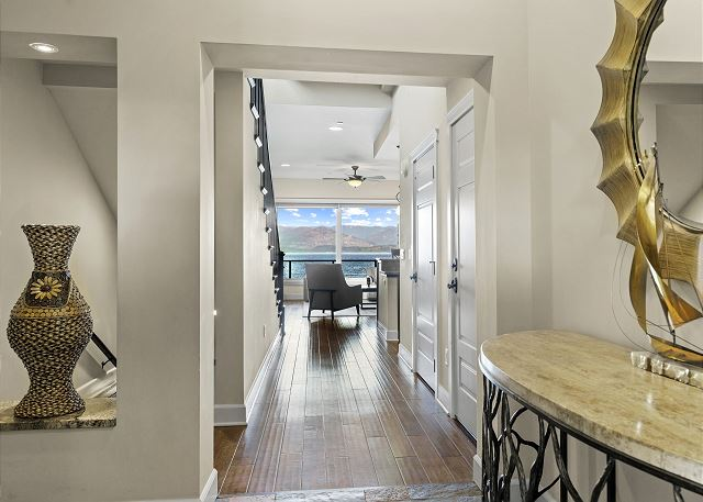Townhome 508 - Foyer