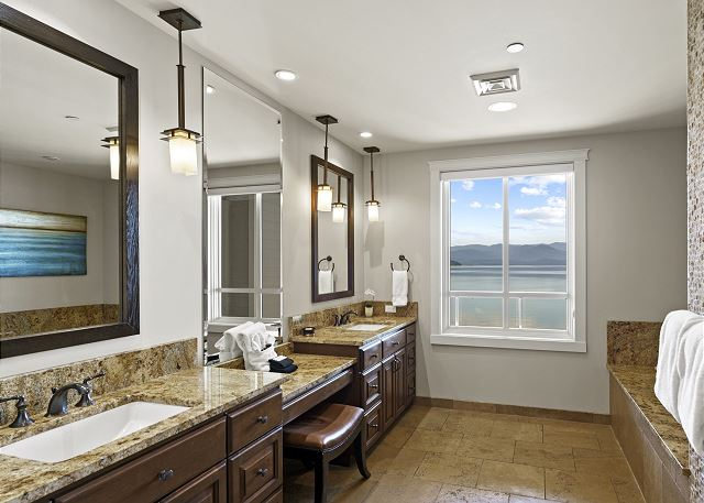 Townhome 508 - Master Bath with dual Vanity