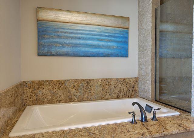 Townhome 508 - Master Bath Bathtub