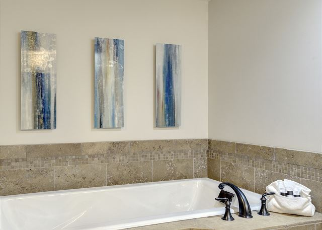 Townhome 508 - Guest Bath with Tub