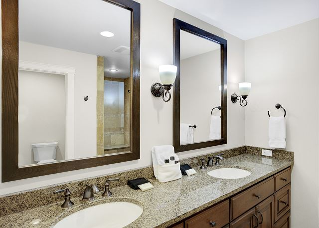 Townhome 508 - Guest Bathroom for Queen Bed Room