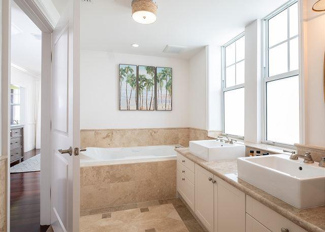 Residence #3828 - En Suite Master Bathroom