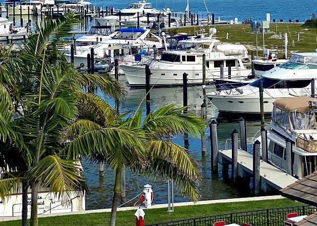 Residence Views of The Marina