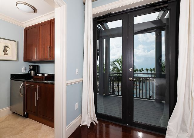 Residence #3820 - Master Bedroom Wet Bar & Private Terrace - Access to Rooftop Deck