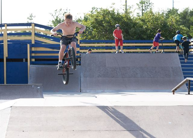 Local Attractions - Skate Park just across Highway 1
