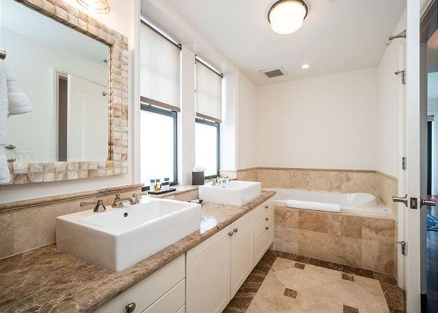 Residence #3825 - En Suite Master Bathroom