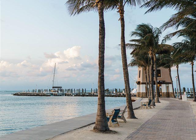 Marina Views - Sunset Tower Walk