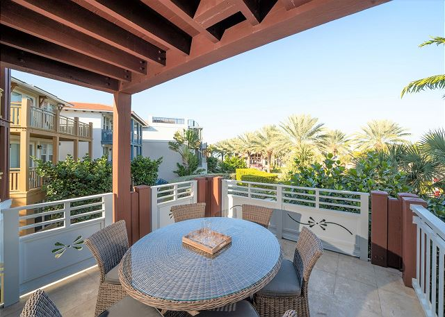 Residence #3829 - Outdoor Dining Area