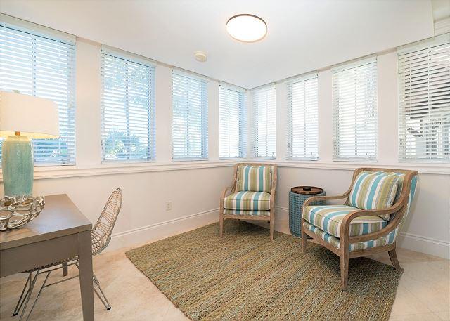 Residence #3829 - Desk & Sitting Area