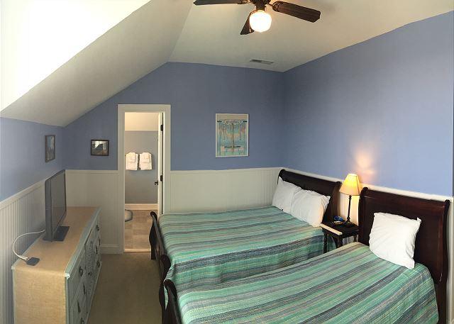 2nd fl Guest Bedroom, Double, Twin, En Suite