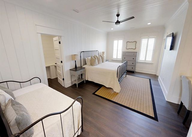 King bedroom with Daybed