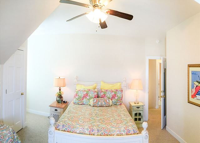 Guest Bedroom 4, 1 Queen & 1 Double