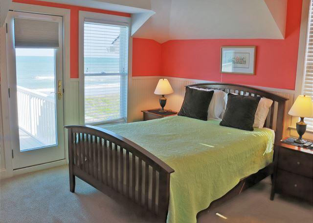 2nd fl Guest Bedroom, Queen, En Suite