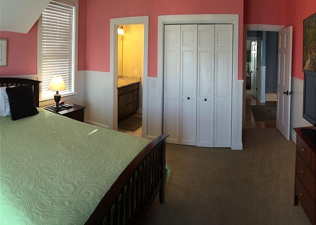 2nd fl Guest Bedroom, Queen