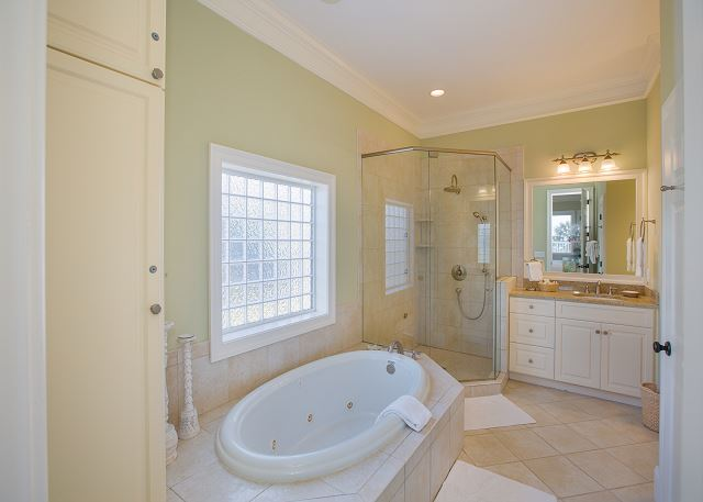First Floor Master Bath, Dual Vanities, Jacuzzi Tub