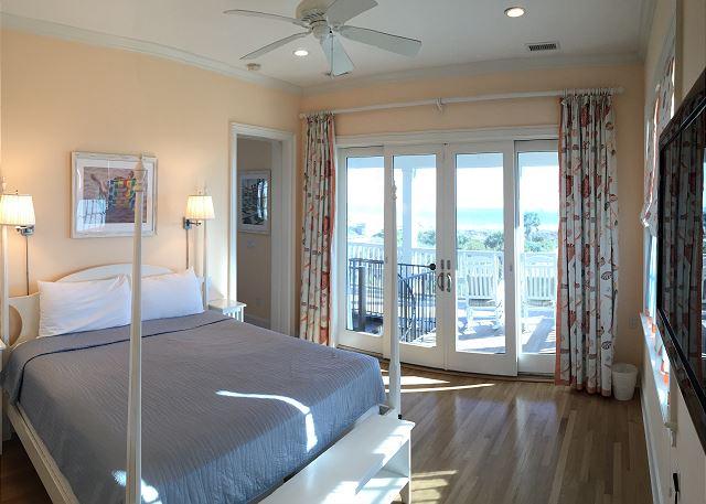 2nd fl Master Bedroom en Suite, King