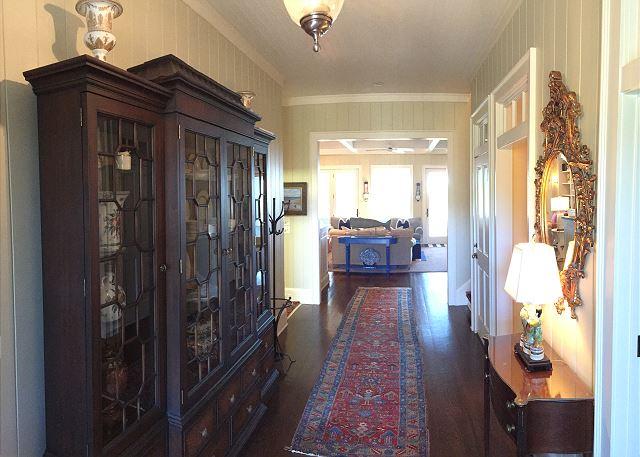 Foyer facing Livingroom